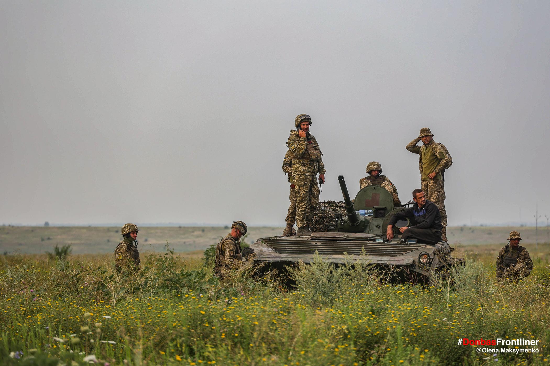 Екіпаж БМП. Бойове тренування 503-го батальйону морської піхоти на Приазов'ї, липень 2021 року