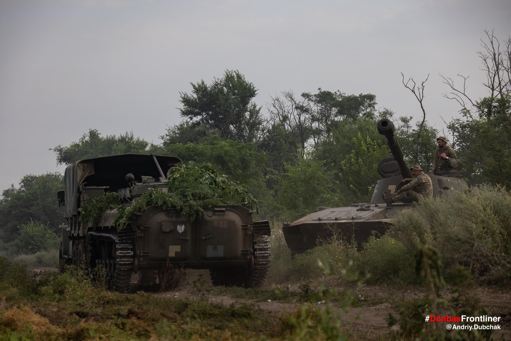 Тренування транспортування підбитого БМП. Бойове тренування 503-го батальйону морської піхоти на Приазов'ї, липень 2021 року