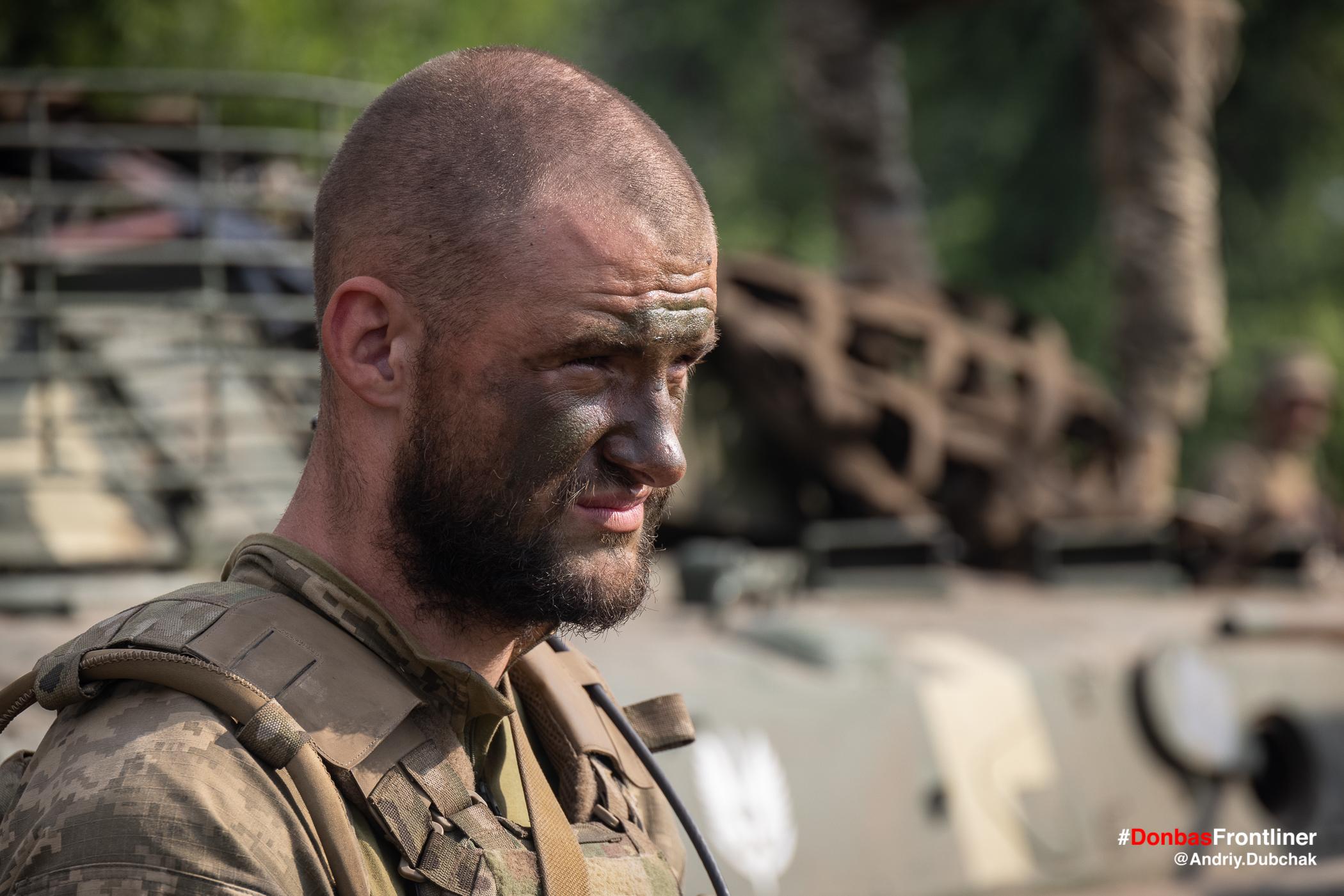 Бойове маскувавання обличчя. Бойове тренування 503-го батальйону морської піхоти на Приазов'ї, липень 2021 року