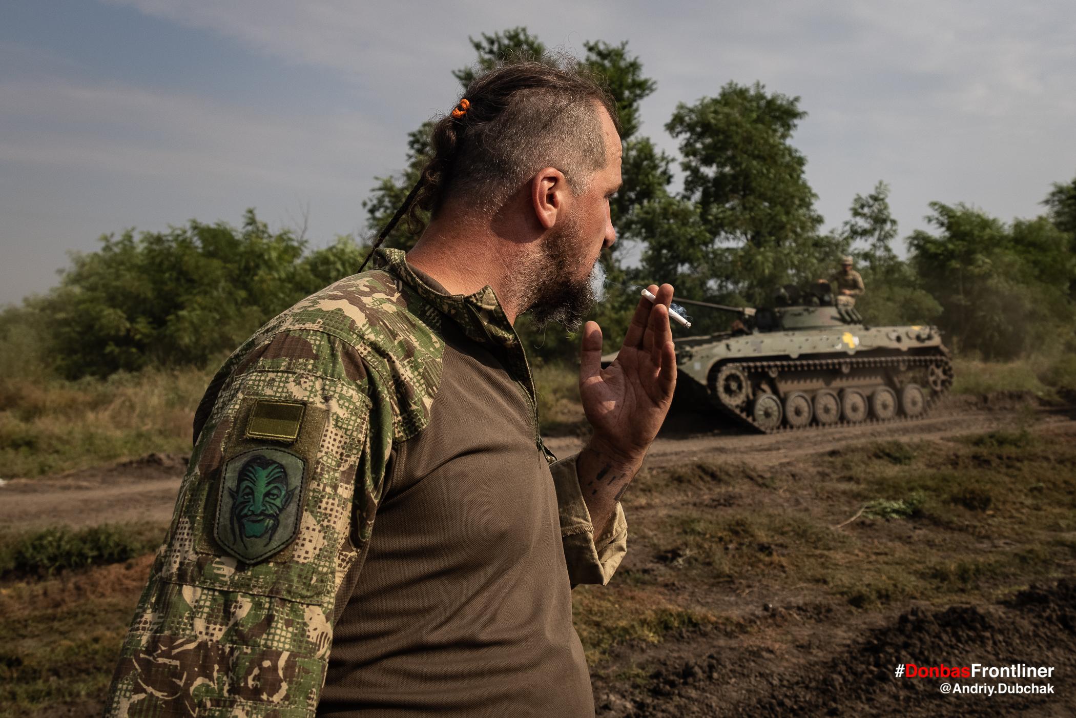 Петро з цигаркою. Бойове тренування 503-го батальйону морської піхоти на Приазов'ї, липень 2021 року