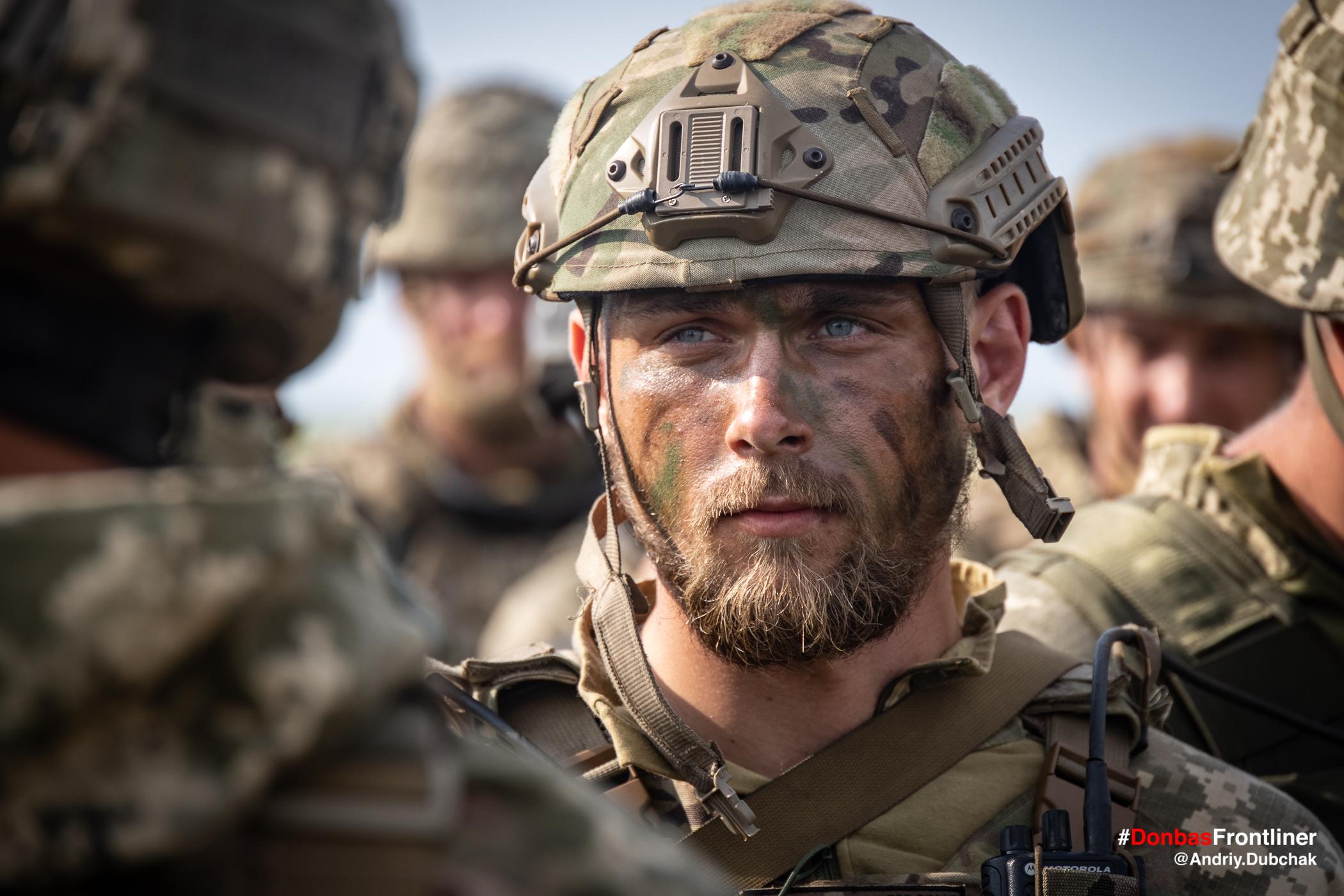 Матрос морської піхоти обличчя. Бойове тренування 503-го батальйону морської піхоти на Приазов'ї, липень 2021 року
