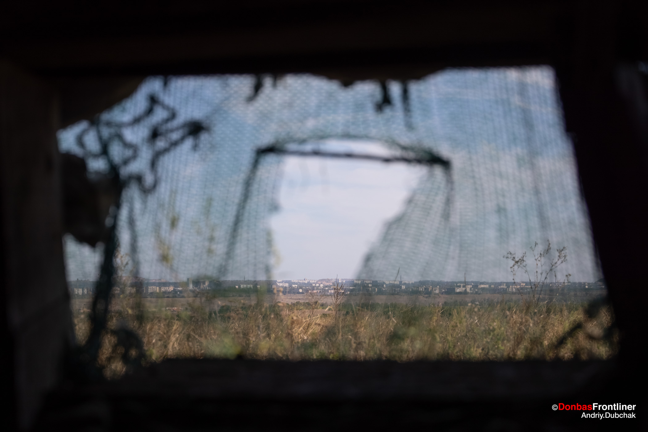 Вид з вогневої точки на окуповану російськими гібридними силами Горлівку