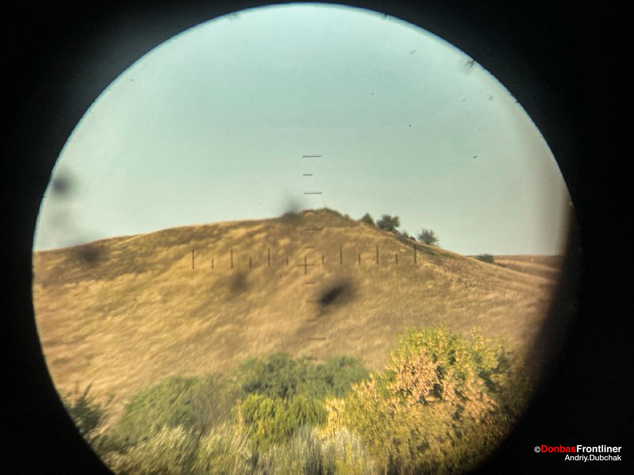 Donbas Fropntliner.  Війна у Золотому - вид на ворожі позиції через трубу розвідника