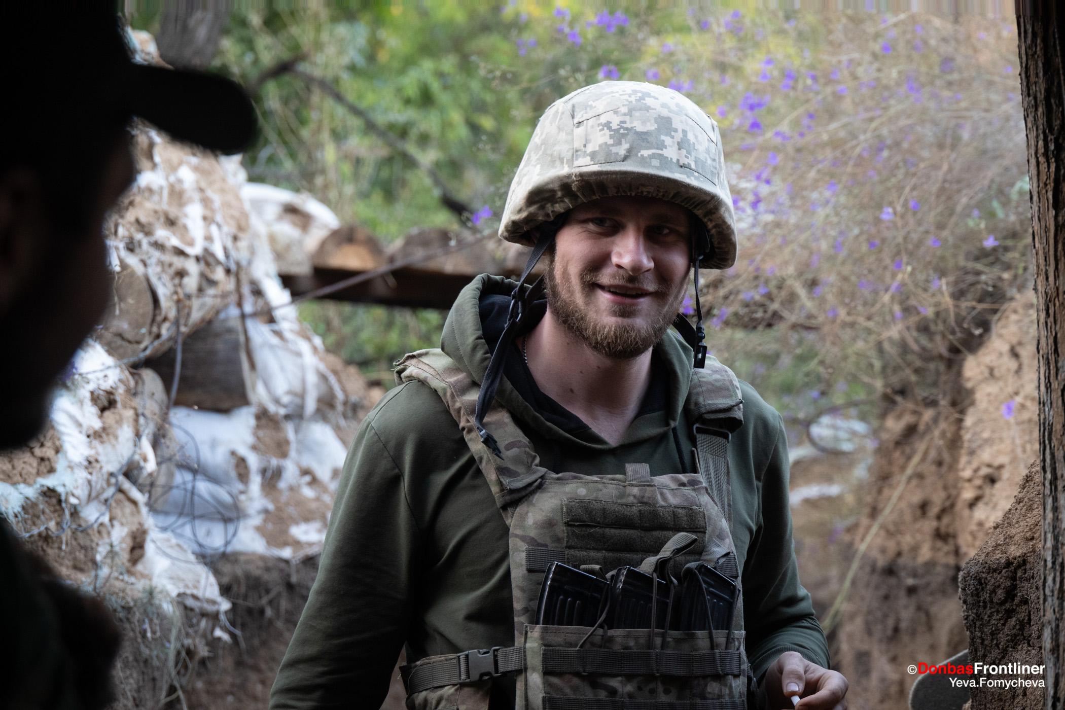 Donbas Fropntliner.  Війна у Золотому - боєць Василь на передовій позиції