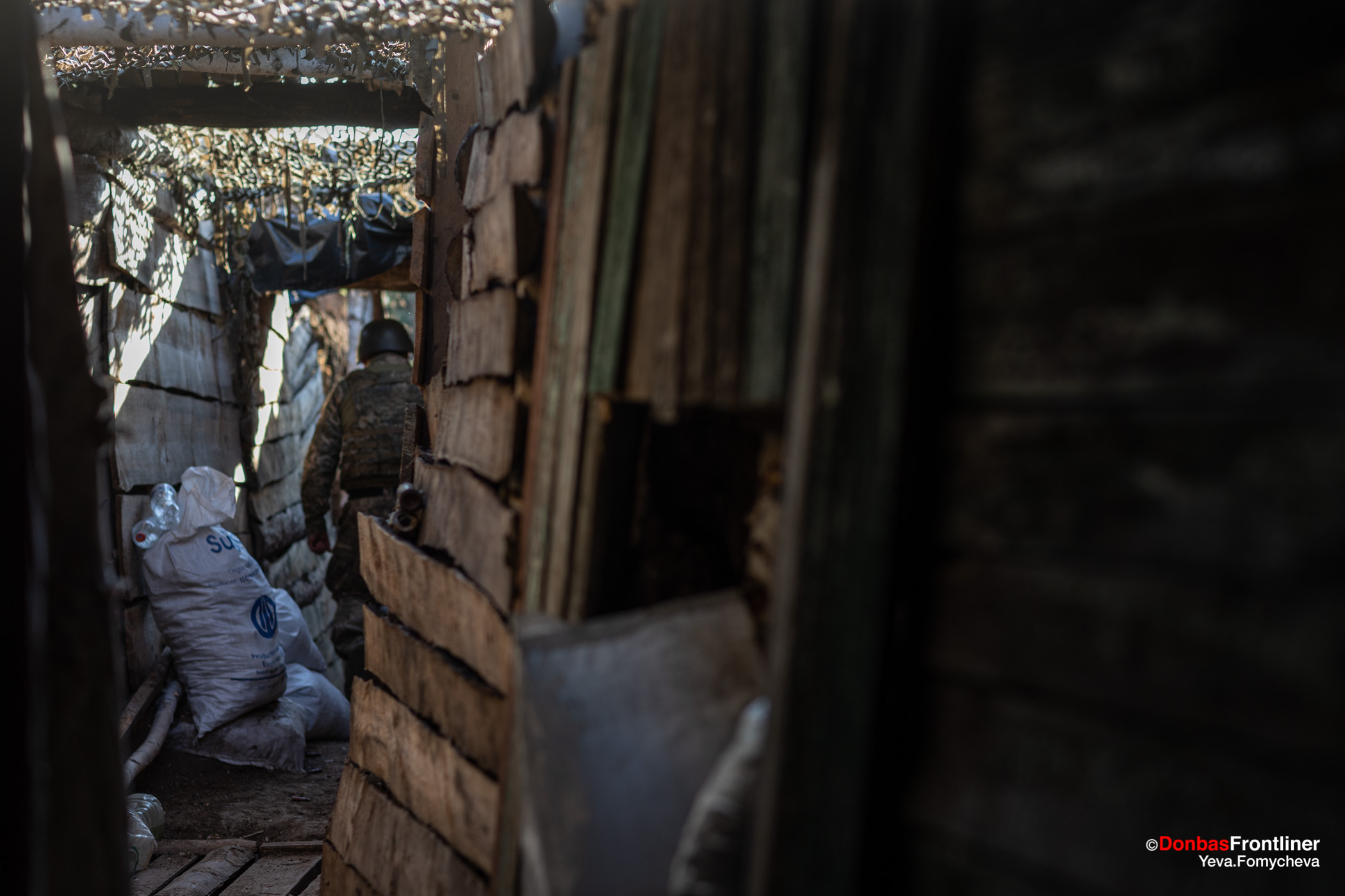 Donbas Fropntliner.  Війна у Золотому - обладнані окопи передової лінії
