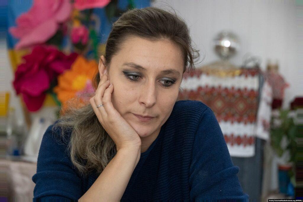 Donbas Frontliner / Художня керівниця Кримського клубу культури Юлія під час розмови з кореспондентами, вересень 2021 року