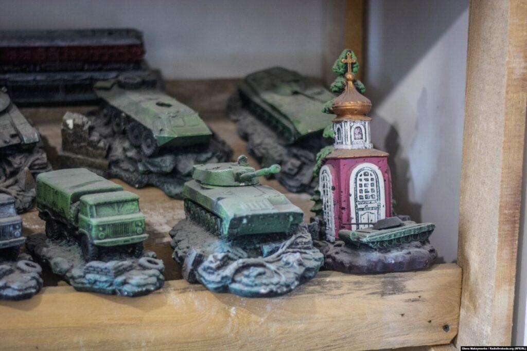 Donbas Frontliner / Гіпсові макети військової техніки у майстерні селища Кримське, вересень 2021 року