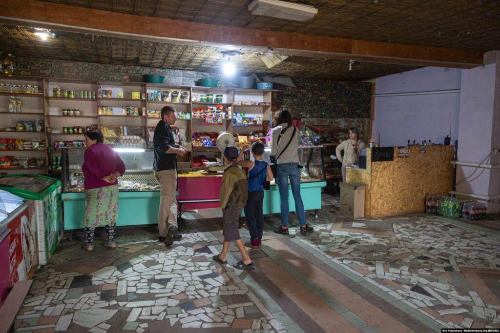 Donbas Frontliner / Ще один «громадський простір» - магазин «Поляна», Кримське, вересень 2021 року