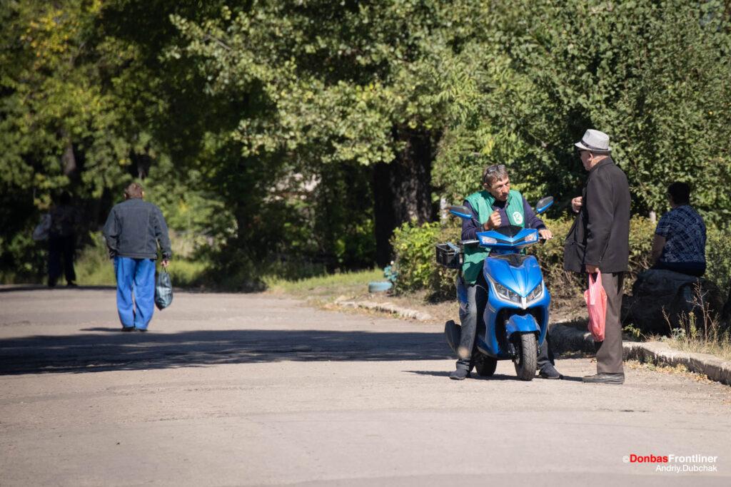 Donbas Frontliner / Мешканці сусіднього шахтарського селища Новотошківки, наразі майже безлюдного через відсутність роботи та війну