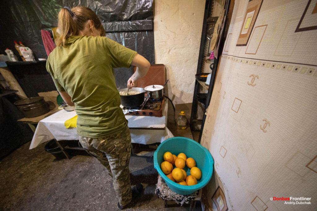 Donbas Frontliner / Тетяна Григорівна на кухні поблизу передової шахта Бутівка